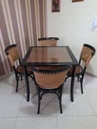 Conjunto mesa de jantar com 4 cadeiras Rattan