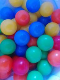 100 Bolinhas coloridas novas