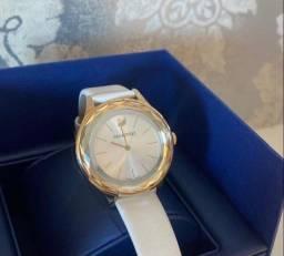 Relógio swarovski branco e dourado