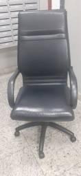 Cadeira de escritório grande em couro