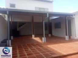 Casa para locação Residencial/Comercial 1 Garagem para 2 carros Parte interna: 1 Escritóri