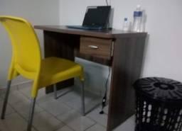 Vende-se mesa escrivaninha e uma cadeira de estudos!