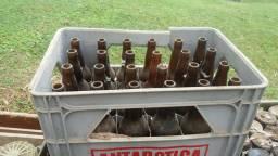 Garrafas de cerveja e litrao