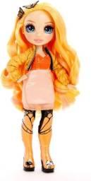 Boneca Poppy - Rainbow High Usada