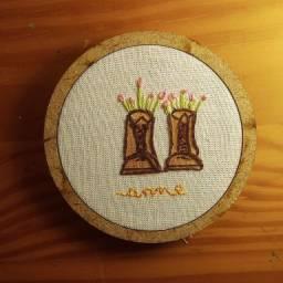 Mini quadro bordado Anne with an E
