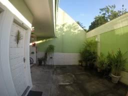 Casa triplex dentro de condomínio fechado na taquara