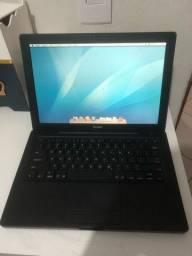 MacBook preto em ótimo estado funcionando perfeitamente  apenas algumas marcas de uso