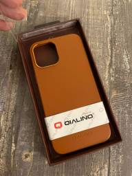 Capa de Couro IPhone 12 Pro Max Marrom Qialino