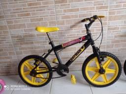 Bicicleta aro 16 do Batman preta com amarelo bem conservada por 200 reais!
