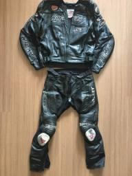 Jaqueta e calça Rocket com capacetes LS2 e AGV