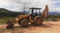 Retro escavadeira  MF 2009 4x4