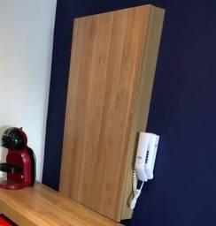 Cobertura em madeira para caixa de luz