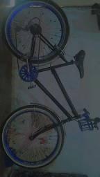 Bicicleta . Em boa condições.