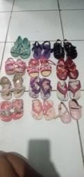 Vendo sandálias infantil ou troco pôr tamanho 28