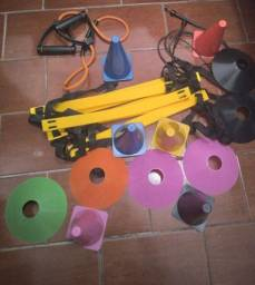 Kit musculação 6 cones 6 tampas umas escada  elastico para malhar ,corda para pular