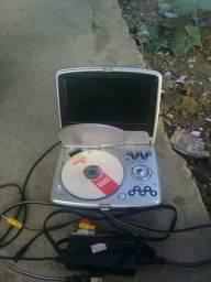 Troco DVD portátil por celular conservado com carregador