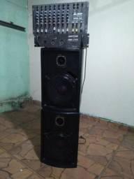 Duas caixas de som com mesa e um dbs720