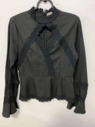Camisa preta ou branca