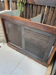 Armario de madeira com portas maciças + porta de armario pequena tb de madeira maciça