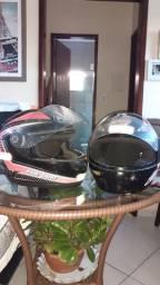 Capacete e capa de moto
