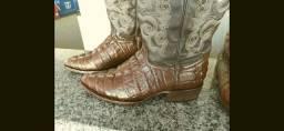 Vendo bota estilo couro de Jacaré tamanho 40/41
