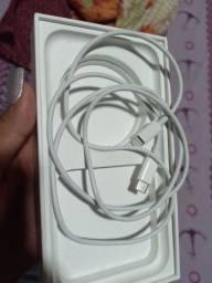 Cabo de carregador iPhone 11.