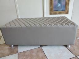 Puff Decorativo Quadrado com pés de alumínio