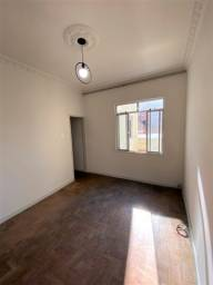 Catete - Apartamento com 2 quartos.