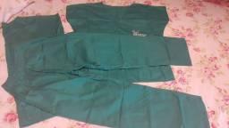 2 jalecos, 2 blusas e 2 calças bloco cirúrgico. Tamanho P