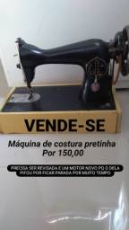 Máquina de costura pretinha