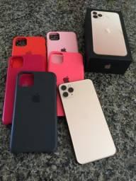 iPhone 11 Pro Max 256 GB com as cases