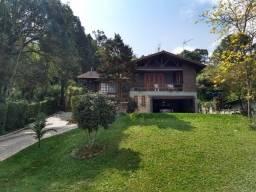 Casa aconchegante com muito verde e muito bem localizada terreno 1400m²
