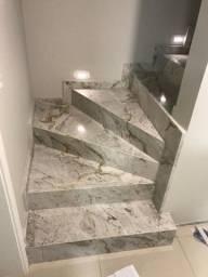 Escada em Mármore Branco Paraná.