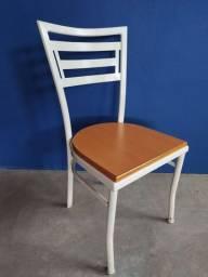 Cadeira de ferro e madeira (R$ 150 cada)