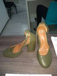 Vende se Sapato Cor Verde