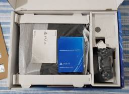 PlayStation 4 PS4 com pouquíssimo uso e 2 jogos grátis
