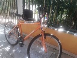 Bicicleta e cadeirinha