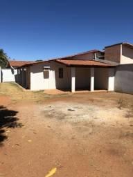 Alugo Casa 2 Quartos, 210 Sul