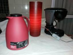 Kit com cafeteira luminária de mesa e bule Viena vermelho