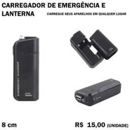 Carregador de Emergência a Pilha com Lanterna