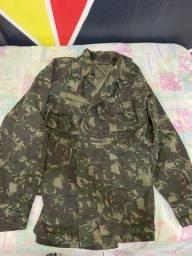 Casaco militar camuflado