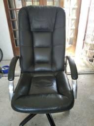 Cadeira executiva! Em couro!!!