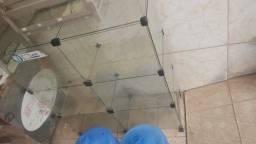 Estante de vidro e pratileira de vidro de 1,30 de comprimento.