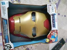 Máscara do homem de ferro.