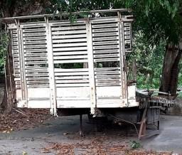 Vendo carroceria de madeira