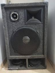 2 caixas de som  e amplificador