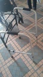 Vendo cadeira de rodas , andadores e cadeira de banho , ou troco por armários