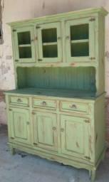 Armário de madeira maciça rústico