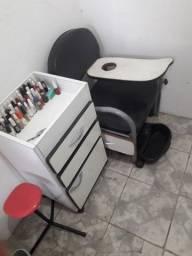 Cadeira de manicure e gaveteiro