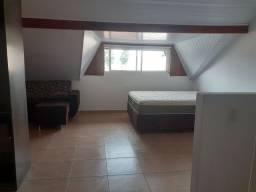 Alugo Suíte, quarto normal e atico para moças